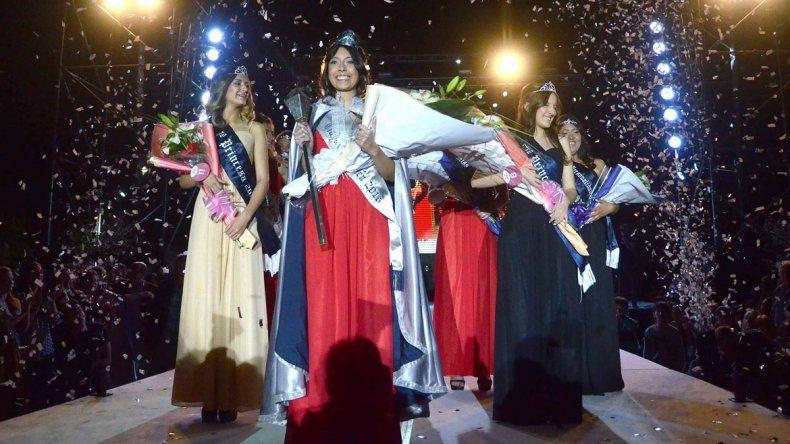 En una jornada con más de 10 mil personas en el Parque Central, se desarrolló la elección de la soberana. Verónica Araceli Valenzuela salió primera princesa y Camila Moreno, segunda.