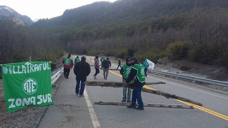 Levantaron los bloqueos en la ruta  en Villa Traful y en Santo Tomás