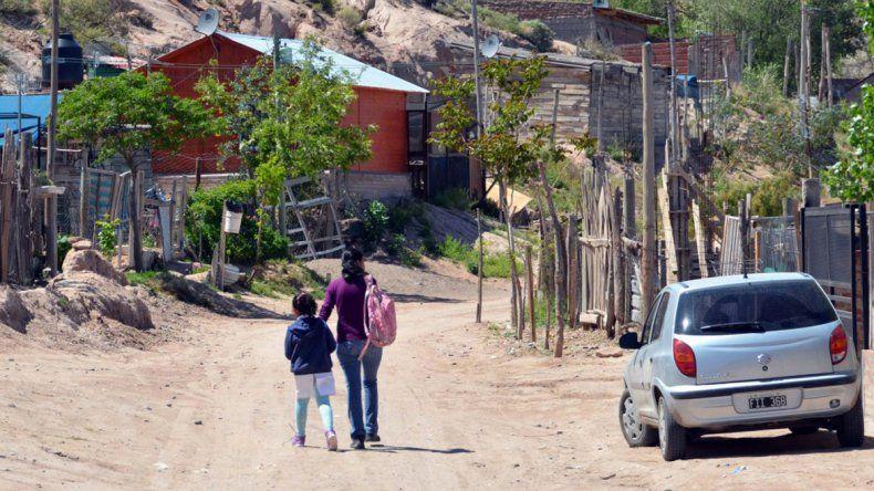 Muchas viviendas están ubicadas al lado de las bardas.