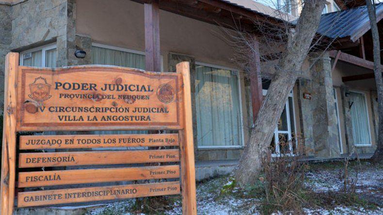 El edificio judicial de La Angostura donde le formularán cargos al joven.