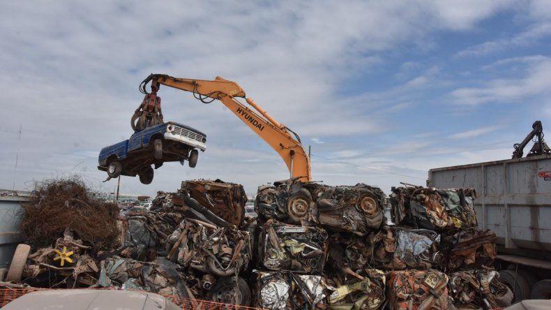 Se eliminaron 200 toneladas de chatarra con la compactación de vehículos en Neuquén