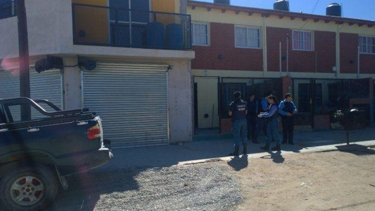 Tras la difusión del video del robo, allanaron una casa en Plaza Huincul