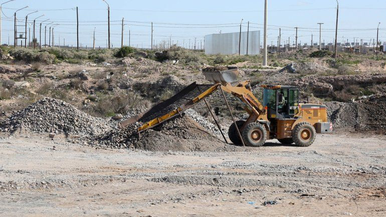 En Centenario hay varias canteras: la municipal se utiliza para sacar material para el relleno de calles y obras. Está en medio de los barrios.