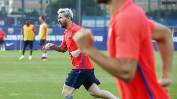 Messi se movió diferenciado en Barcelona luego de dos semanas inactivo.