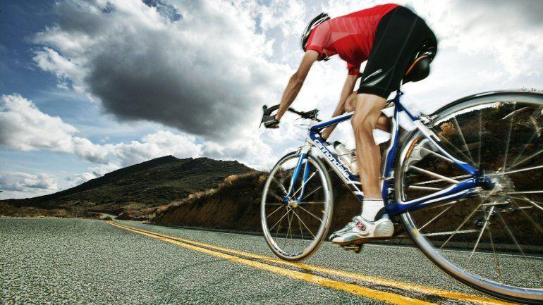 Salir a andar en bicicleta puede ser desde un paseo social hasta un momento de entrenamiento físico. Es muy aeróbico