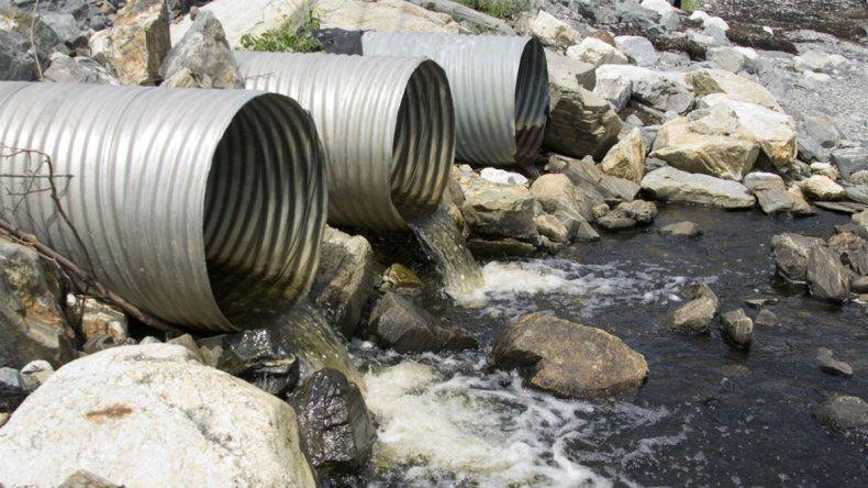 La contaminación de los ríos es una problemática que está en debate.