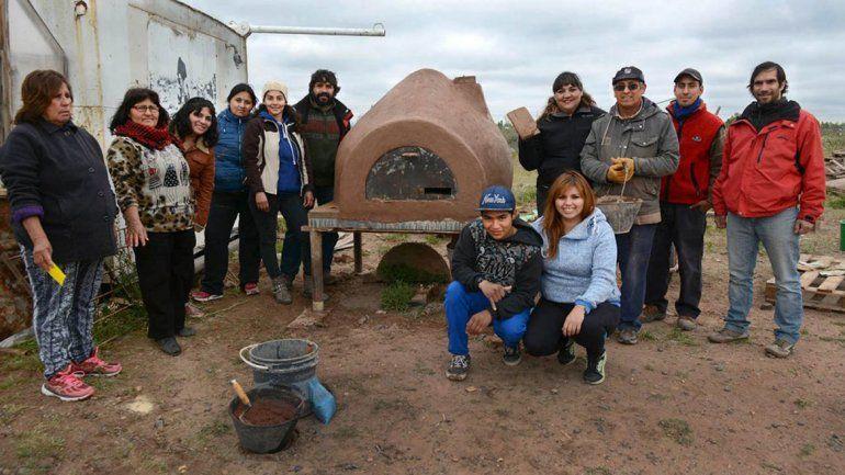 Alumnos de Colonia Nueva Esperanza aprendieron a fabricar hornos de barro