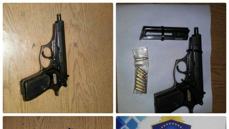 El arma que iba en el cochecito fue secuestrada por la Policía.