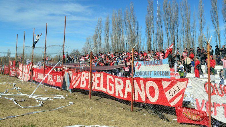La hinchada del Rojo quiere copar Centenario y espera que el equipo le dé la primera alegría del torneo.