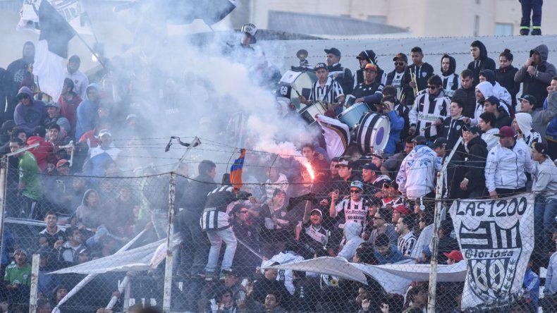La banda albinegra llegará en masa y pisará fuerte en el Gigante del barrio Sarmiento.