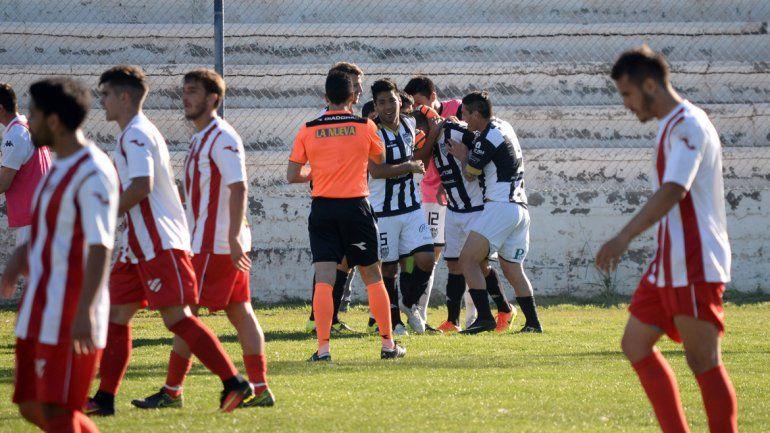 Cipolletti fue contundente ante Independiente como visitante en Centenario y se llevó tres puntos de oro. El Rojo no levanta cabeza y sigue sin sumar unidades en la zona patagónica.