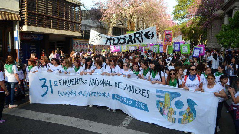 Más de 60 mil mujeres marcharon por las calles de Rosario
