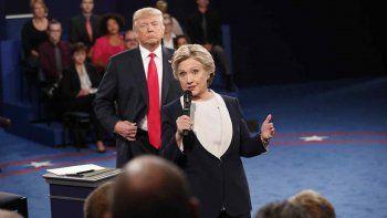 trump y clinton cruzaron ataques sobre escandalos sexuales