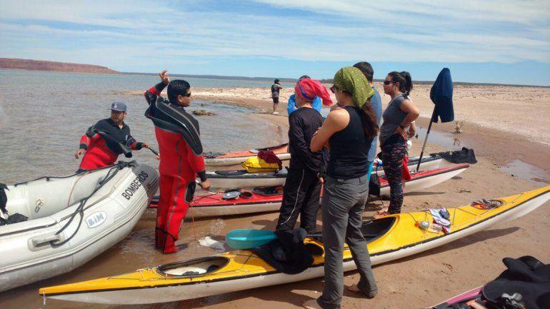 Los diez kayakistas están bien y ya regresaron a la costa
