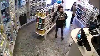mecheras robaron en cipolletti y en una farmacia neuquina