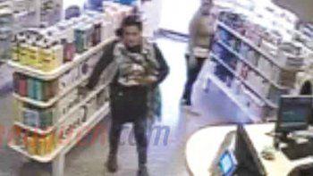El robo fue en la farmacia Andina, donde quedó registrada por las cámaras.