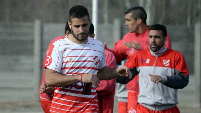 El Rojo entrena en La Chacra pensando en la remontada.
