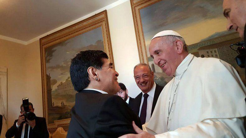 El papa Francisco agradeció a Maradona el ejemplo de humanidad