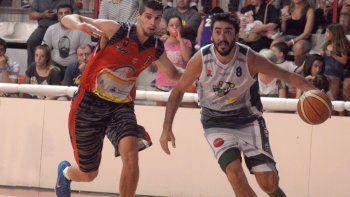 Mario (Independiente) y Carlos (Pérfora), un duelo particular dentro del clásico del básquet neuquino.