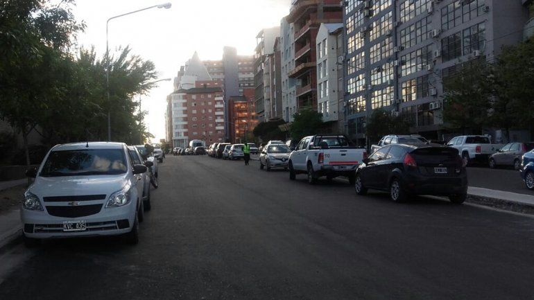 Vecinos dormilones tienen tiempo hasta las 9 para retirar los autos del nuevo corredor