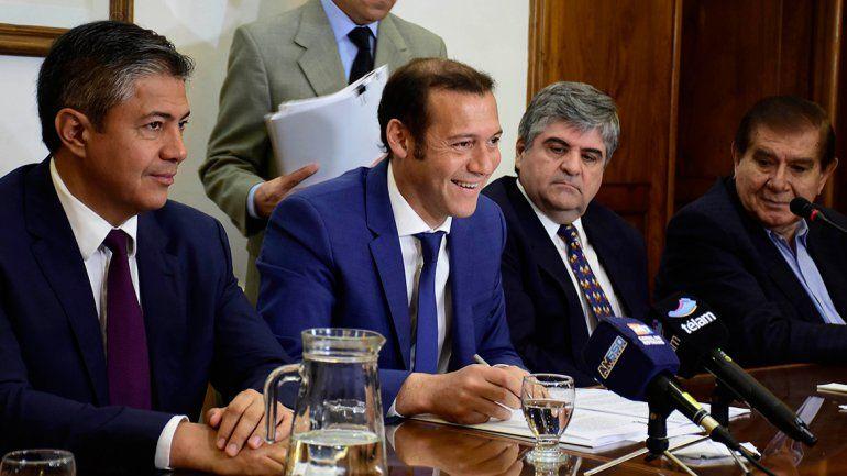 El gobernador de Neuquén firmó un convenio con el titular de YPF. Se invertirán más de 450 millones de dólares.