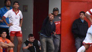 El Chiqui dirigiendo desde los vestuarios tras la expulsión en El Fortín.