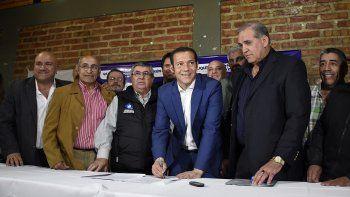 el gobernador firmo convenios con sindicatos de la cgt