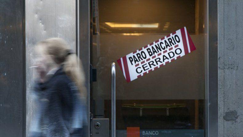 Los bancos volverán a atender hoy hasta las 10.