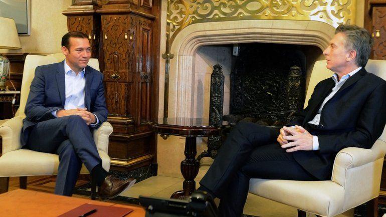 El gobernador Omar Gutiérrez junto al presidente Mauricio Macri en una de sus últimas visitas a la Casa Rosada.