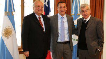 Gutiérrez junto a los embajadores de Chile y Argentina.