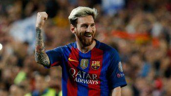 La Pulga baila de alegría tras alcanzar otro triplete con el Barcelona.