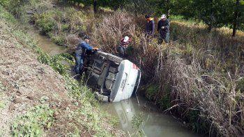 dos heridos en un multiple choque sobre la ruta 151: un auto termino dentro del canal