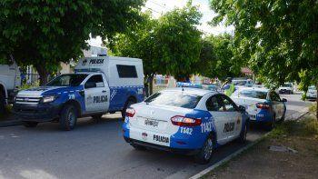 Los allanamientos se realizaron en cinco viviendas conectadas entre sí sobre calle Benigar, en Neuquén.