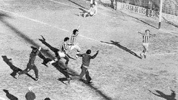 Los festejos por el penal bien ejecutado de Perales y la puerta al fútbol grande, y por la joyita del Chala Parra.