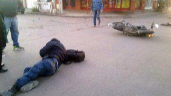 un policia resulto herido tras chocar contra un auto