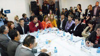 gaido expuso a vecinalistas el plan de desconcentracion municipal