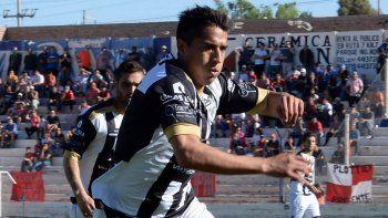 El volante Maxi Carrasco será pieza clave en la zona media.