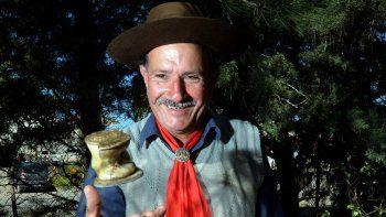 Los buenos jugadores de taba nacen. Si no tiene esa habilidad, no es buen tirador, asegura Ramón Reinaldo Zolorza.