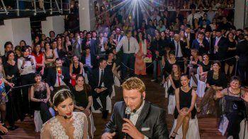 Parece una boda común y corriente, pero todo está guionado, hasta el mínimo detalle.