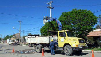 siete barrios de cutral co se quedaron sin luz por una paloma