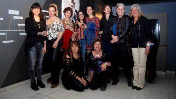 Un grupo de las artistas expositoras de la muestra en Casa Gris.