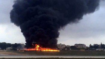 cinco muertos al estrellarse e incendiarse un avion en malta
