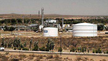 Origen, presente e historia de la mayor planta industrial de Neuquén. Produce 36.000 toneladas de metanol y 56.000 de combustibles para cinco provincias.