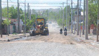 Algunas máquinas ya comenzaron a emparejar calles y a reparar los estragos que dejó la lluvia.
