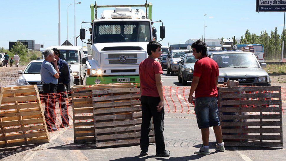 Mañana complicada: sigue el corte total de los vecinos de Nueva España sobre la Ruta 7