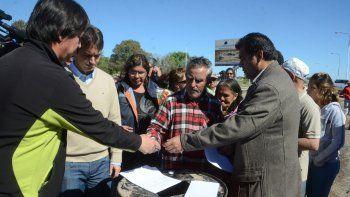 el gobierno y los vecinos de nueva espana firmaron un acuerdo y se levanto el piquete en la ruta 7