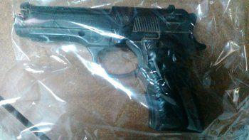 En la casa de los sospechosos hallaron armas y droga.