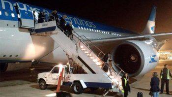 exploto la turbina de un avion de aerolineas en pleno vuelo