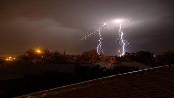 aic emitio alerta meteorologico por tormentas electricas en la region