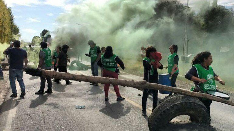 ATE Río Negro resolvió trasladar el corte de ruta a Barda del Medio